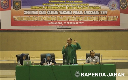 Kepala Badan Pendapatan Daerah (Bapenda) Provinsi Jawa Barat, Dadang Suharto menjadi pembuka acara Seminar Bagi Satuan Wasana Praja Angkatan XXIV di Institut Pemerintahan Dalam Negeri (IPDN), Jalan Ir. Soekarno KM 20, Jatinangor - Kab Sumedang (23/02/2017).