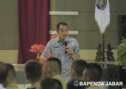 Narasumber selanjutnya, Sekretaris Bapenda Provinsi Jawa Barat, Wahyu Mijaya memberikan motivasi dan kiat-kiat kepada para peserta yang tidak lama lagi memasuki dunia kerja.